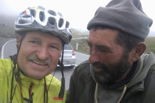Владимир Черников (слева)