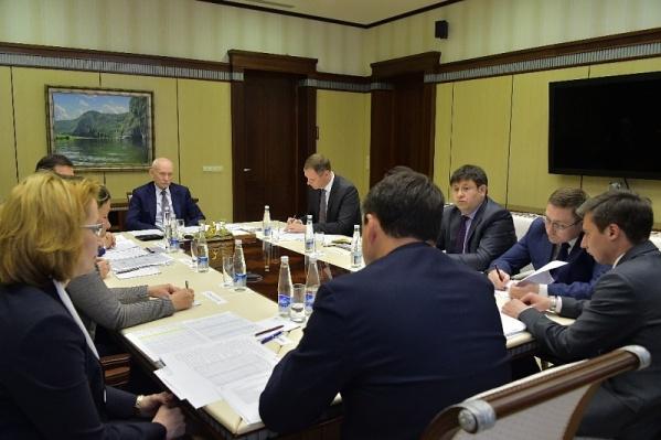 Члены правительства РБ, представители профильных министерств, ведомств и учреждений здравоохранения приняли участие в совещании