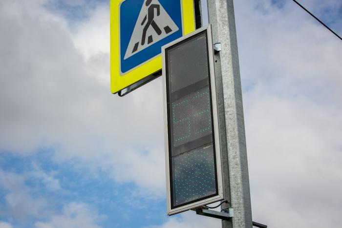 Водителям придётся столкнуться с трудностями при проезде перекрёстка Красного проспекта и улицы Державина