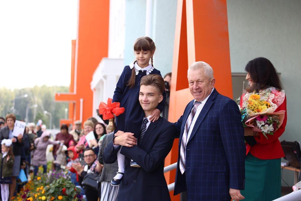Директор школы в «Парковом» Юрий Терин как никто другой знает о рекордах по числе первоклассников