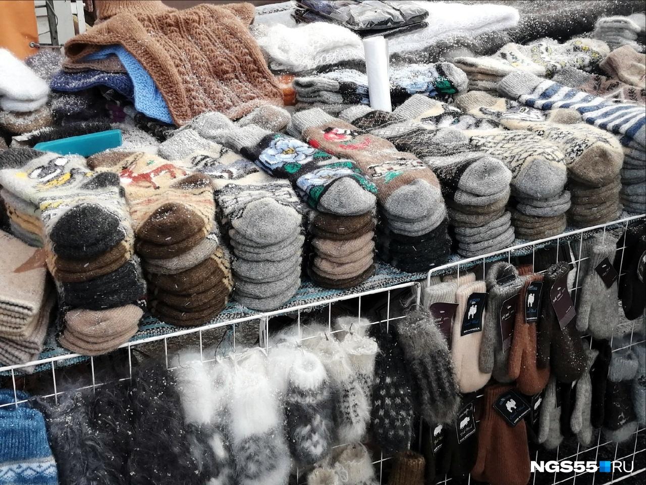 Варежки, купленные у бабушек в подземных переходах, имеют свой шарм