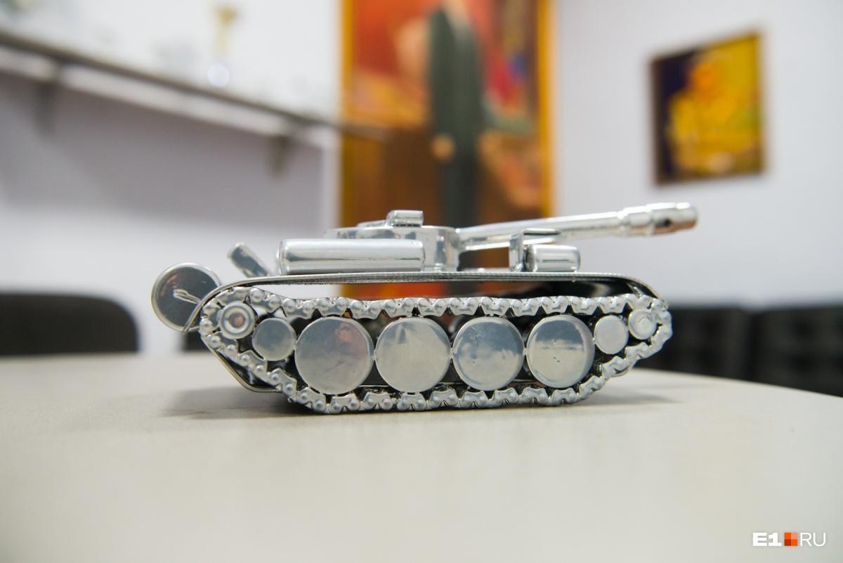 «У детей сварщика игрушки суровые»: как уральский папа Карло делает фигурки из металлолома