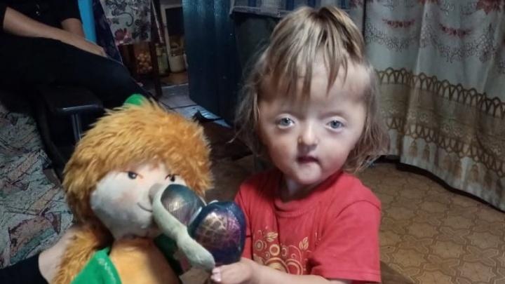 Девочка со сросшимися пальцами из Башкирии все же полетит к врачу в Израиль