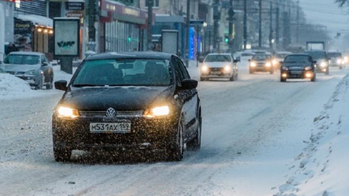 В Перми ожидаются мокрый снег и заморозки: автомобилистам напомнили о необходимости сменить шины
