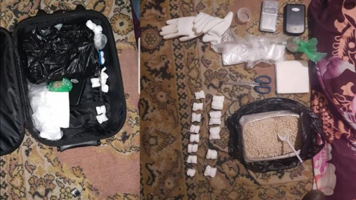 В Челябинске у иностранца нашли более килограмма героина