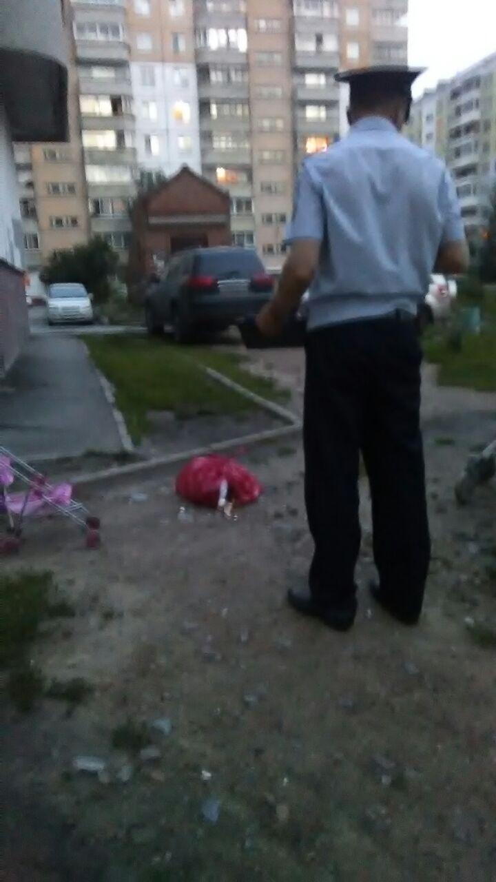 Мать ребенка вызвала на место происшествия полицию, чтобы найти виноватого