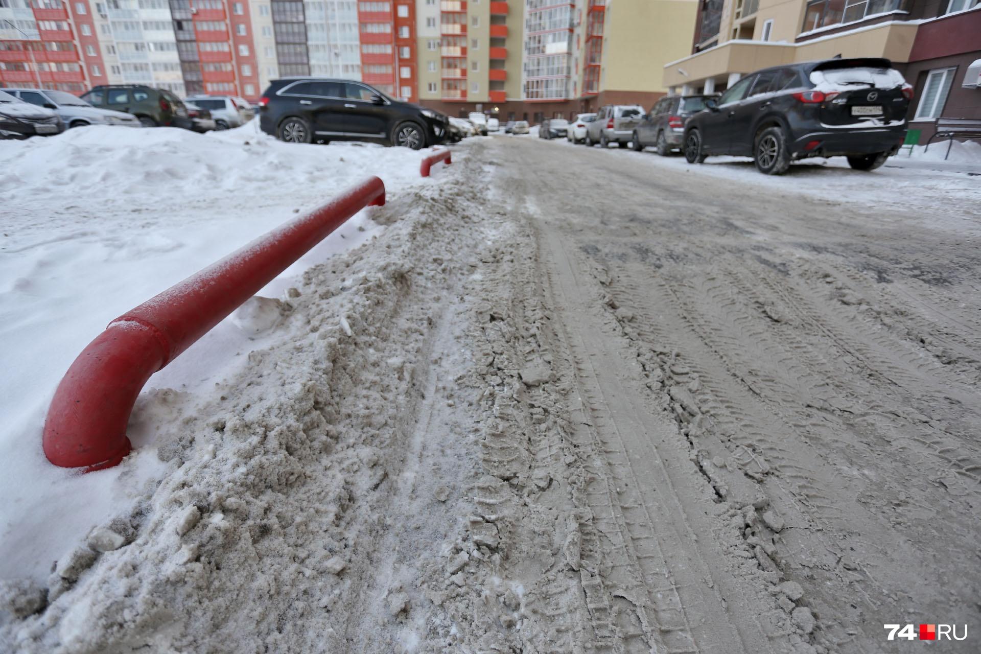 А это соседний двор — туда Виталий Мутко не заглядывал