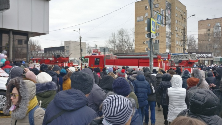 В Самаре объявили эвакуацию ТЦ «Аврора»