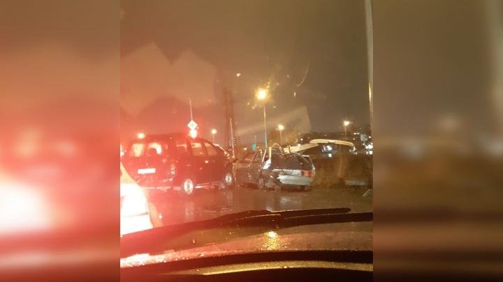 Пьяный тюменец протаранил три автомобиля в районе микрорайона Комарово, есть пострадавшие
