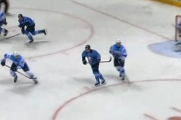 Игра проходила на льду Зимнего стадионаимени Ондрея Непелы в Братиславе