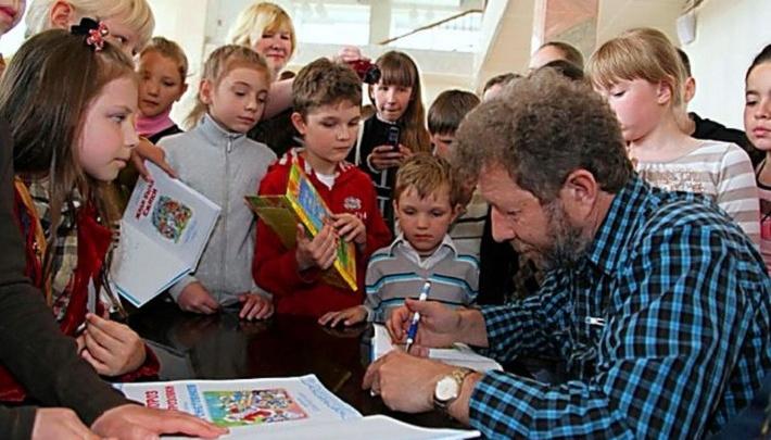 Расскажет о собачке Соне и даст концерт: писатель Андрей Усачев посетит Пермь и встретится с детьми