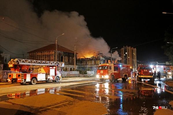 Пожар начался около 23 часов в ночь на субботу