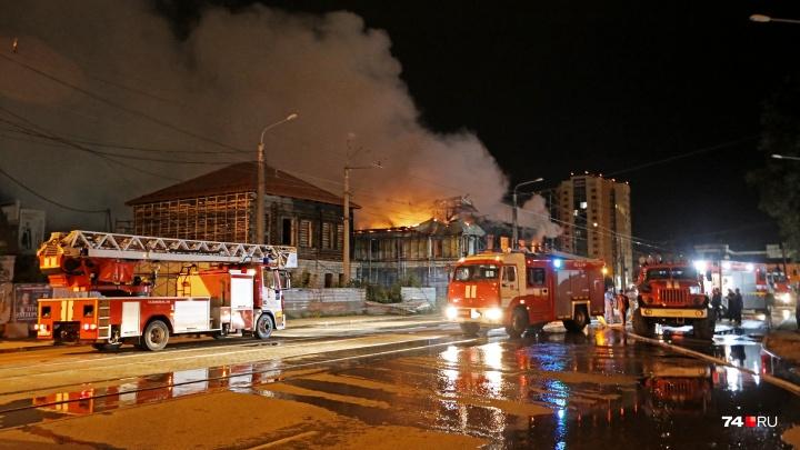 Озвучены предварительные причины пожара в историческом особняке в центре Челябинска