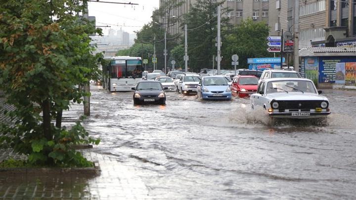 В Красноярск идет штормовой ветер с ливнем