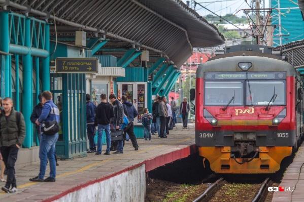 За незаконную торговлю в электричках и поездах наказывают штрафом