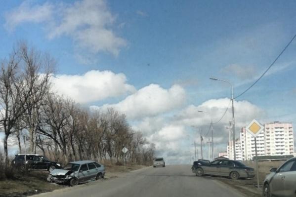 На Суворовском столкнулись три машины