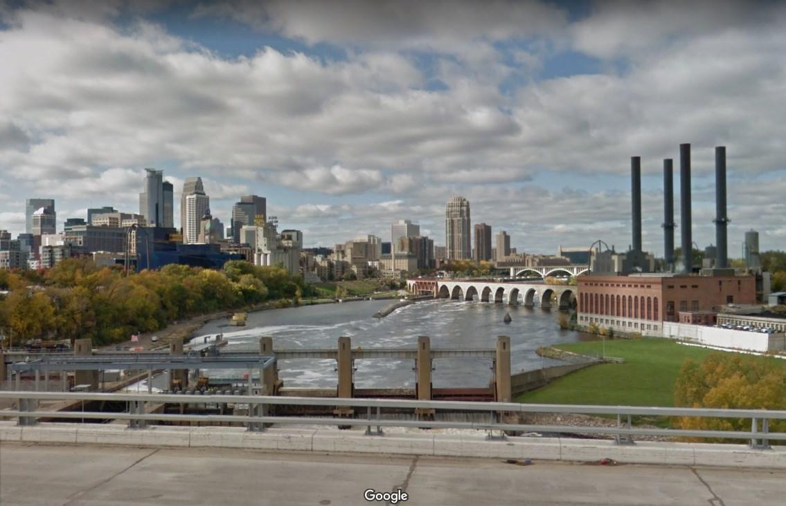 Вид с моста Энтони Фолз —слева Миннеаполис, справа Сент-Пол
