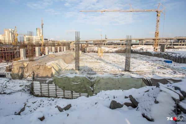 Одна из масштабных строек к саммитам — конгресс-холл на набережной. Его возведут, но отделают только первые восемь этажей