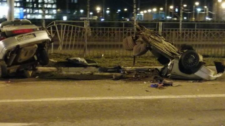 «Нёсся — мама не горюй!»: в Ярославле на проспекте Фрунзе машину разорвало пополам