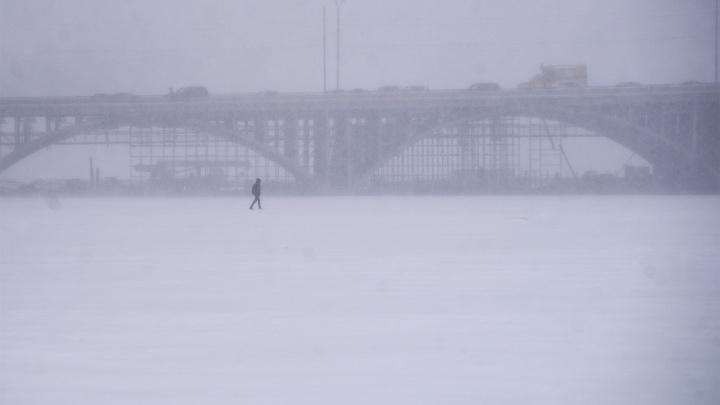 На Свердловскую область надвигаются сильный снегопад и штормовой ветер