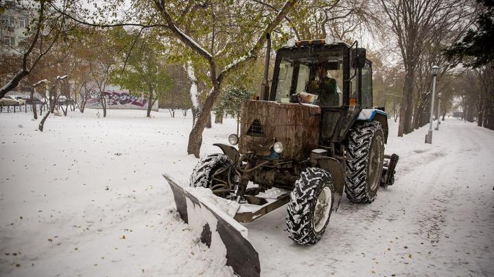 Дворы под снегом: новосибирцы пожаловались на УК за плохую уборку