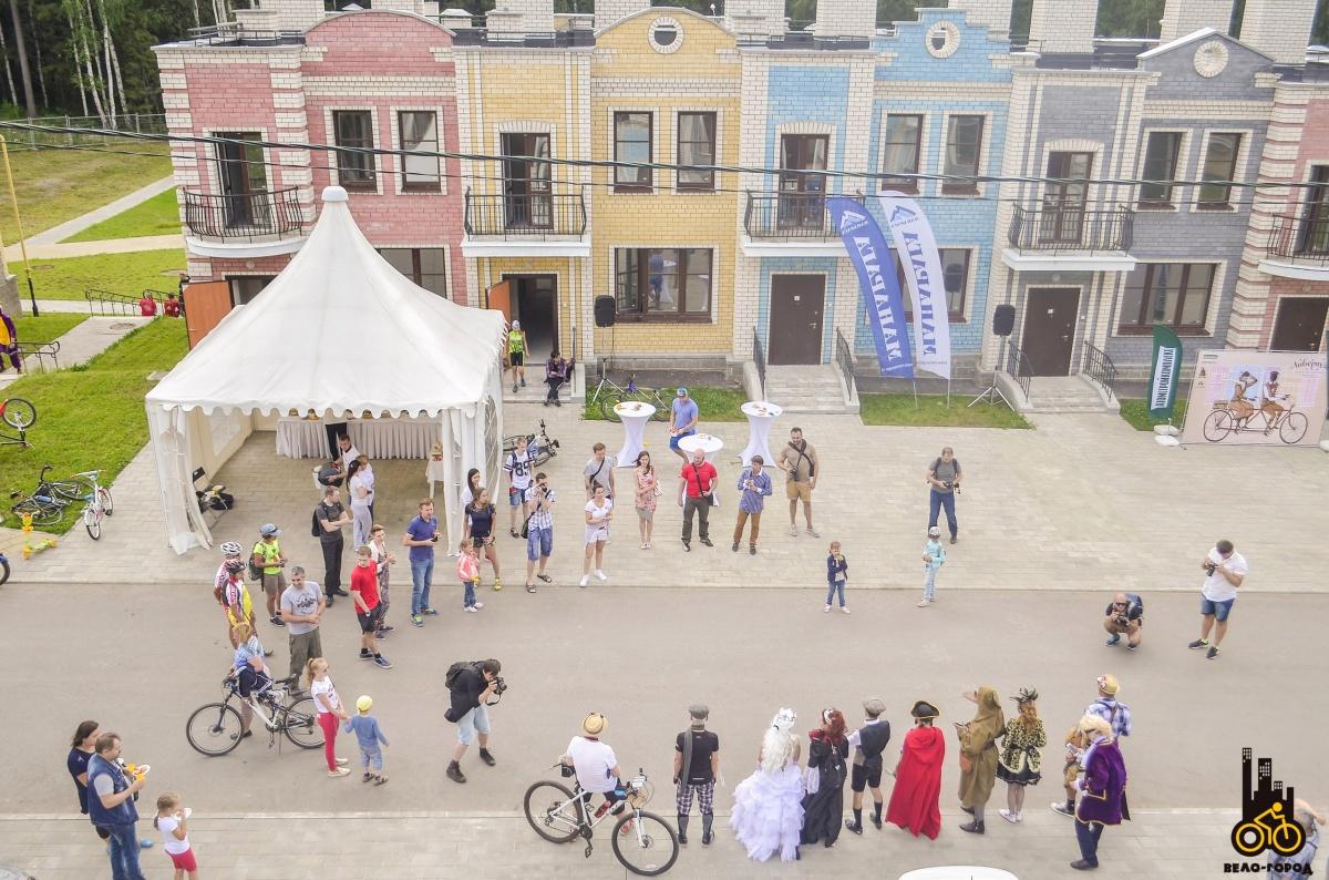 Жители загородного поселка пригласили на свой праздник екатеринбуржцев