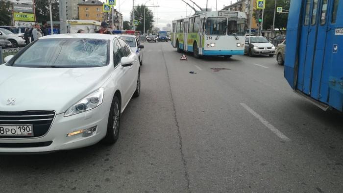 Peugeot 508 получил характерные повреждения