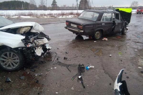 В ДТП в Вычегодском пострадали два водителя, но госпитализация потребовалась только одному