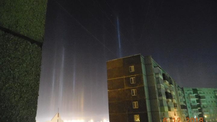 На окраине города в 30-градусные морозы заметили яркие столбы света