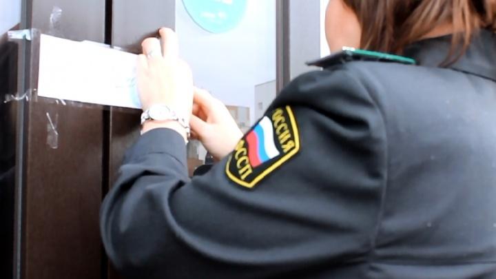 Повара не мыли руки и ножи: в Самаре приставы закрыли кафе из-за кишечной палочки