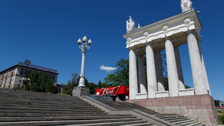 На Центральной набережной Волгограда снимают арки чемпионата мира