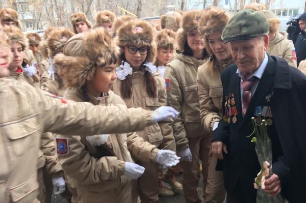 Школьники устроили ветеранам персональный праздник