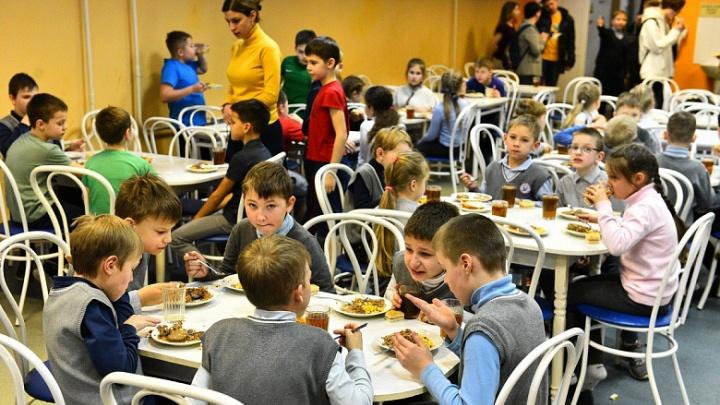 Вместо цикория дети пьют чай «крем-брюле»: в школах Ярославля обновили меню