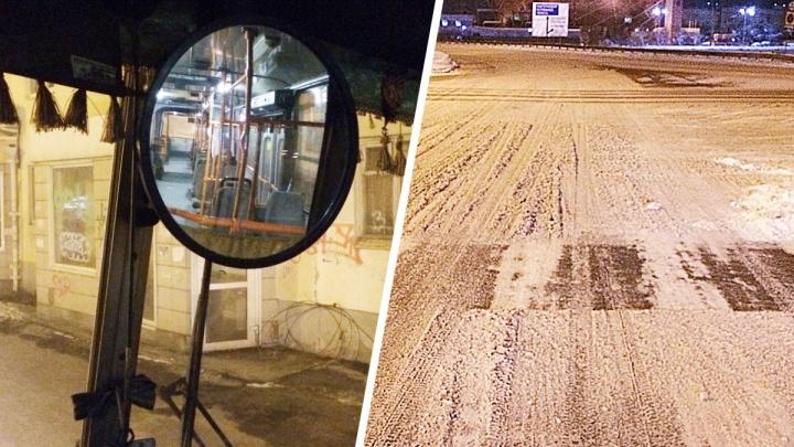 «Уборщикам на это пофиг»: водитель автобуса об адской работе на нечищеных дорогах Екатеринбурга