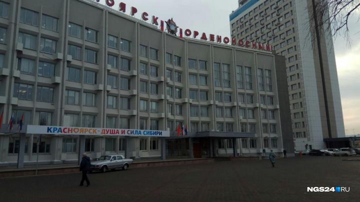 Что известно о тех, кто забросал мэрию Красноярска коктейлями Молотова