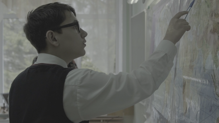 Новосибирец снял фильм об учителе музыки, изменившем судьбу слабослышащего мальчика Феди