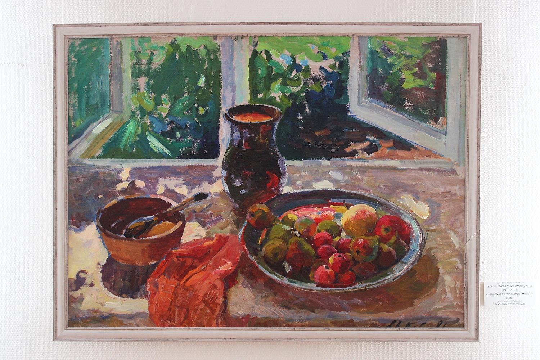 «Некоторые работы, как, например, этот натюрморт Майи Ковешниковой, хотел бы иметь в своей коллекции любой музей», —заметил Григорий Гапонов