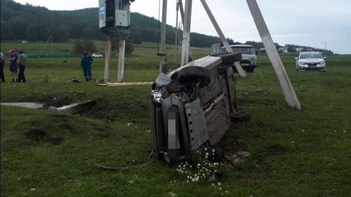 «Водитель состоял на учете у кардиолога»: «Лада-Калина» на полном ходу вылетела с трассы в Башкирии