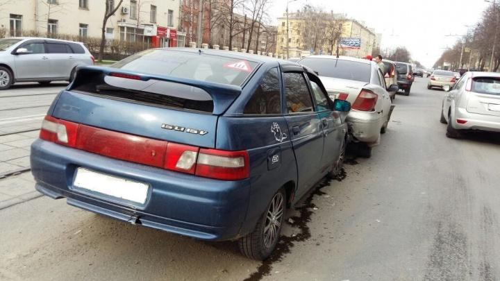 Четыре автомобиля встали в «паровозик» на Богдашке