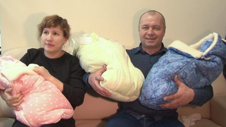 «Мы ждали этого 20 лет!»: из перинатального центра выписали мамочку, которая родила тройню в 42 года