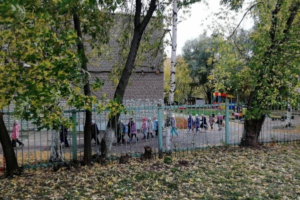 В детских садах часто встречаются такие ограждения