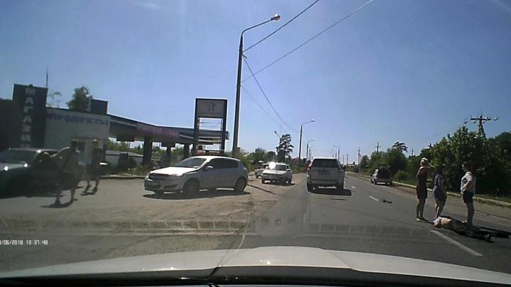 «Лобовое стекло всё в трещинах»: под Тольятти пенсионер попал под колёса Lada