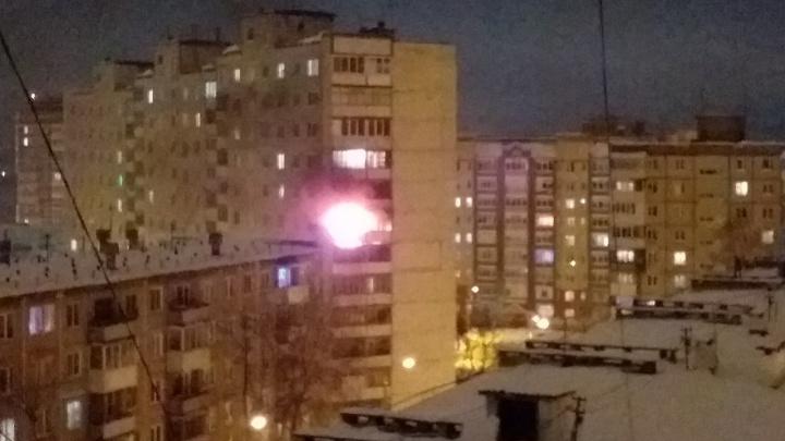В новогоднюю ночь в пермской 12-этажке произошёл пожар. Соседи считают, что в балкон попала петарда