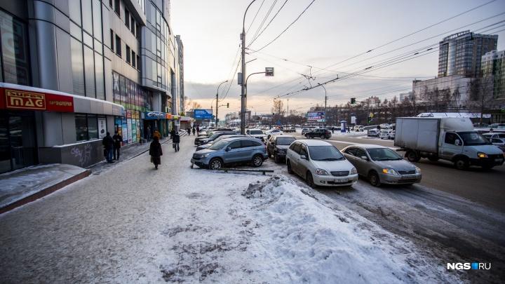 В Новосибирске рядом с кафе умер 12-летний мальчик — до приезда скорой его пытались откачать очевидцы