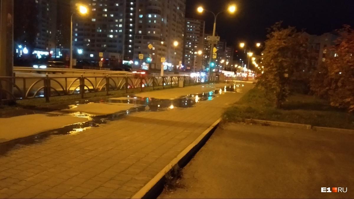 Рядом с местом аварии пахнет канализацией