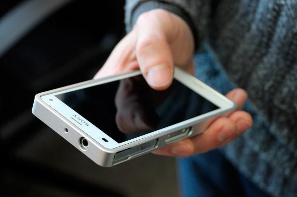 Мужчина напал на женщину, так как подумал, что она украла его мобильный