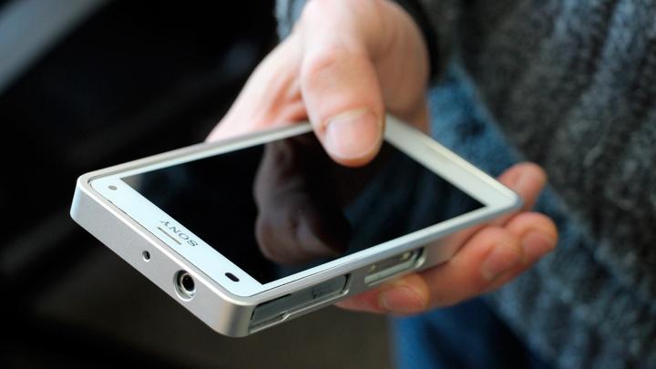 Таксист обвинил женщину в краже телефона и напал на нее, а потом нашел мобильный дома