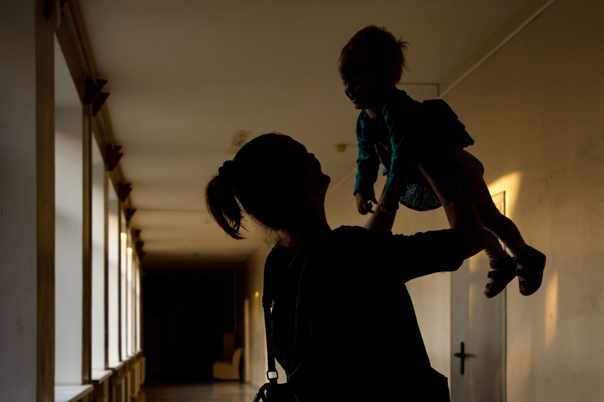 Вирус от матери может передаться ребенку вместе с грудным молоком
