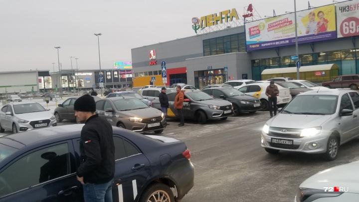 Тюменские водители готовят забастовку из-за низких цен на поездки. Что говорят в «Яндекс.Такси»?