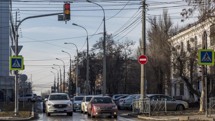 «Эта зона была неудобна для всех»: возле «Ворошиловского» ТЦ в Волгограде поставили светофоры